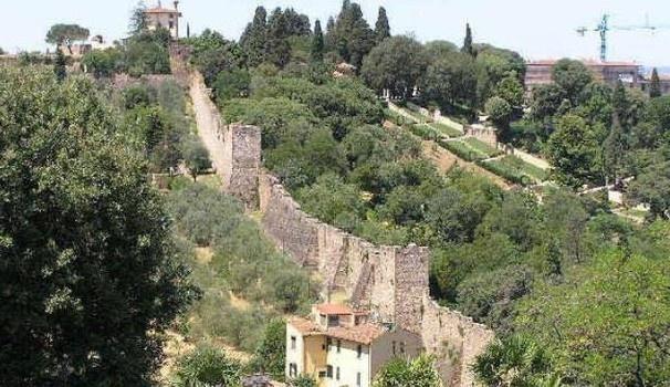 Scoprendo Firenze tra torri e mura antiche