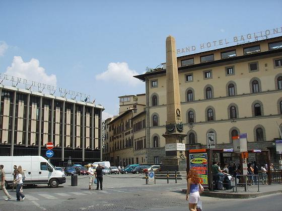 Obelisco Piazza dell'Unità Italiana